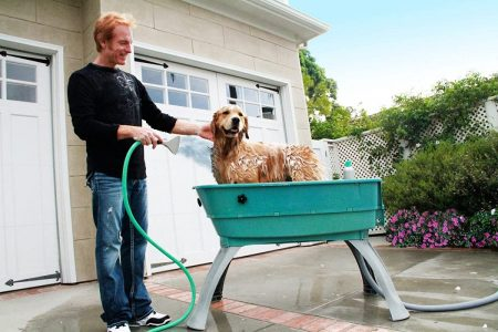 I like placing Booster Bath outdoor and grooming my dog.